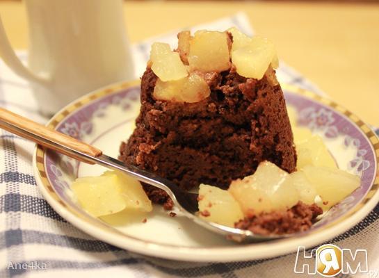 Миндальное пирожное с шоколадом и грушами