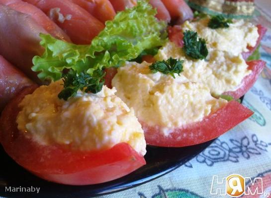 Рецепт Сырный салат в помидорных лодочках