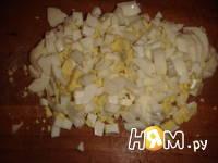 Приготовление салата с копченой курицей и кукурузой: шаг 5