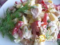 Приготовление салата с копченой курицей и помидорами: шаг 1