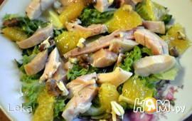Салат с копченной курицей, апельсином и орехами