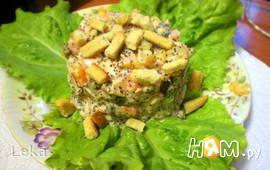 Салат с копченой курицей и маком
