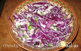 Салат из капусты с курицей, орехами