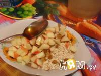 Приготовление овсяной каши с фруктами и медом: шаг 1