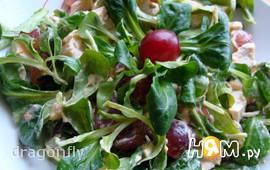 Салат с курицей, виноградом и сыром