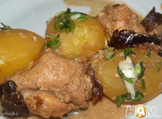 Рецепт Курица, тушеная с черносливом и картофелем