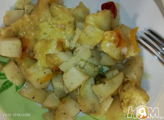 Картофель под сыром и овощами