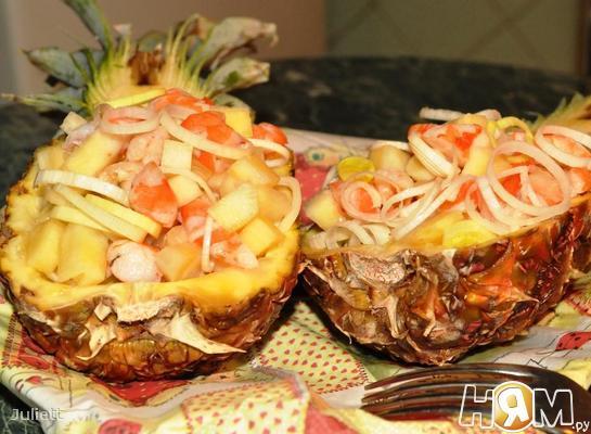 Рецепт Салат с креветками в ананасе