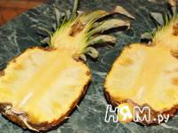 Приготовление салата с креветками в ананасе: шаг 2