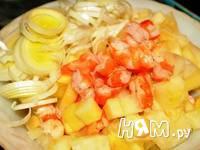 Приготовление салата с креветками в ананасе: шаг 3