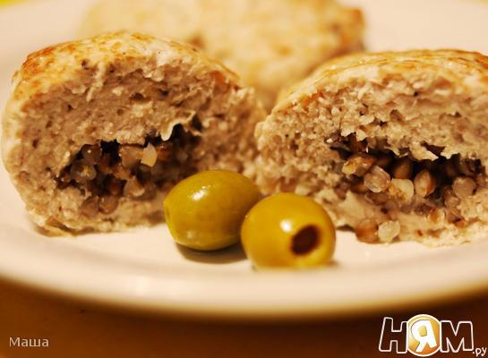 Куриные котлеты, фаршированные гречей и оливками
