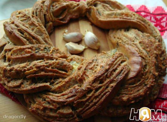 Чесночный венок ( пряный хлеб)