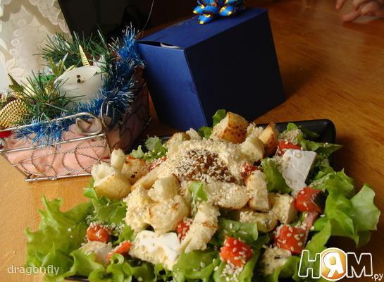 Салат с семгой и сыром Дор блю