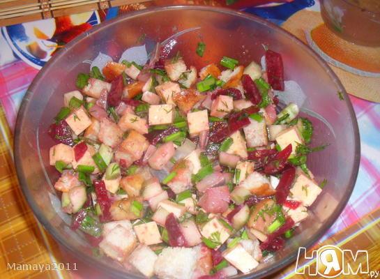 Салат из сельди с сухариками и сыром
