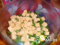 Приготовление салата из сельди с сухариками: шаг 2