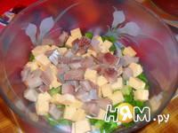 Приготовление салата из сельди с сухариками: шаг 3