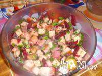 Приготовление салата из сельди с сухариками: шаг 8