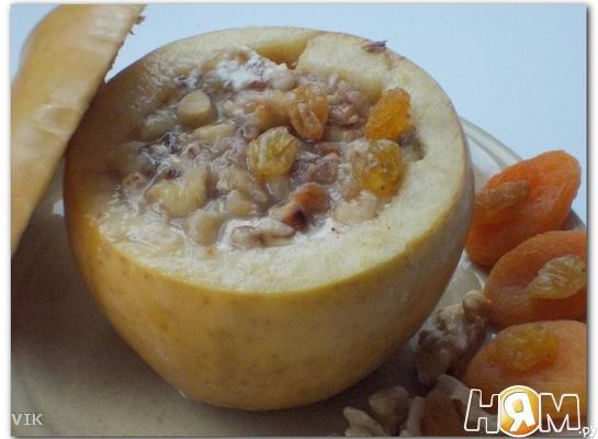 Печёное яблоко (творог, сухофрукты, орехи и мёд)
