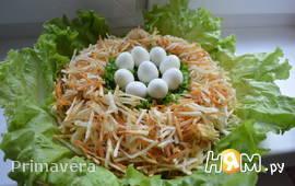 """Салат с перепелиными яйцами  """"Гнездо глухаря"""""""