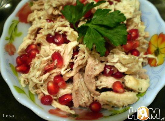 Салат с курицей и гранатом