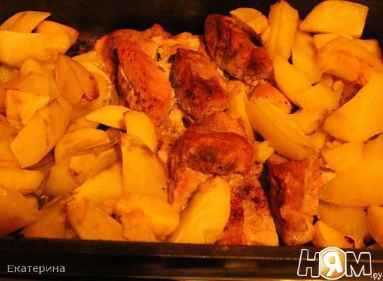 Свинина,запеченная с картошкой