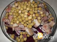 Приготовление салата со свеклой, сельдью и яйцом: шаг 5
