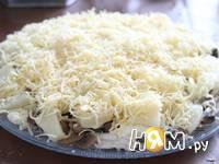 Приготовление слоеного салата с курицей и ананасами: шаг 11
