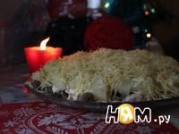 Приготовление слоеного салата с курицей и ананасами: шаг 12