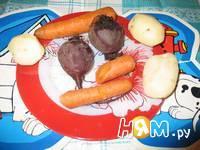 Приготовление салата из консервы, сыра и яйц: шаг 1