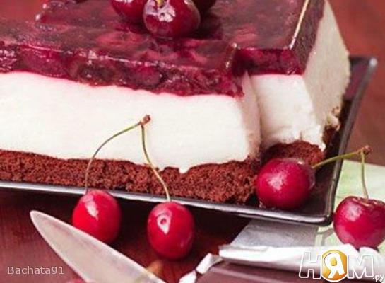 Торт с йогуртовым муссом и вишнёвым желе