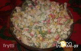 Салат с креветками, кальмаром, крабовыми палочками