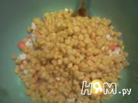 Приготовление салата с креветками, кальмарами: шаг 2