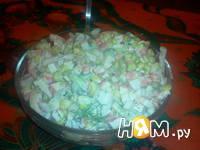 Приготовление салата с креветками, кальмарами: шаг 8