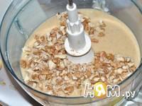 Приготовление бананового кекса с орехами: шаг 5