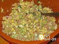 Приготовление салата с копченой курицей и сыром: шаг 3