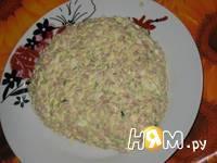 Приготовление салата с копченой курицей и сыром: шаг 4