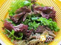 Приготовление салата с семгой и жареным картофелем: шаг 4