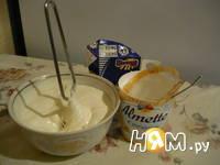 Приготовление десерта из творога и печенья: шаг 3