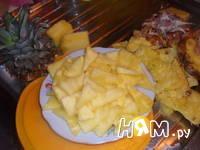 Приготовление шарлотки со свежими ананасами: шаг 1
