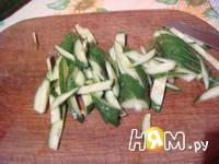 Приготовление слоеного салата с курицей и кукурузой: шаг 4
