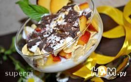 Десерт персиковый с йогуртом и хлопьями