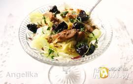 Салат с индейкой и маринованным черносливом