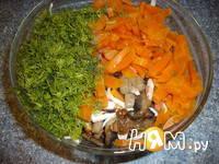Приготовление салата с грибами и крабовыми палочками: шаг 4