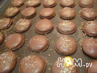 Приготовление шоколадных макаронс: шаг 19