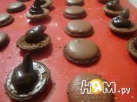 Приготовление шоколадных макаронс: шаг 20