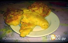 Оладьи из колбасного сыра с огурчиком