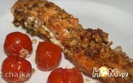 Форель с апельсиново-базиликовым соусом и орехами