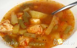 Томатный куриный суп со стручковой фасолью