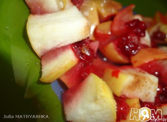Яблоки печеные с брусникой