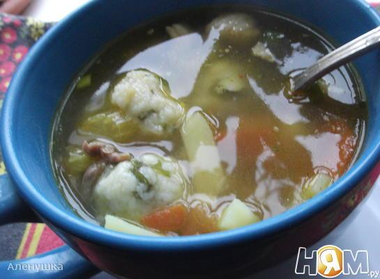 Суп с сельдереем и манными клецками
